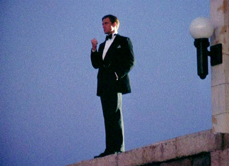 robert-redford-pondering-the-great-gatsby-1974
